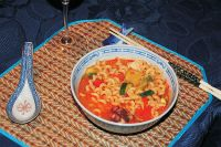 Meeresfrüchte-Curry (mit Gemüse, frischen Ananas und Nudeln)